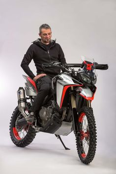 The Honda Africa Twin Enduro Sports Concept Enduro Motorcycle, Motocross Bikes, Sport Bikes, Sport Motorcycles, Bike Bmw, Moto Bike, Ktm Cafe Racer, Street Moto, Ktm Adventure