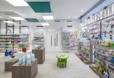 Destudio | Farmacia Cuenca Pharmacology, Pharmacy, Desktop Screenshot, Photo Wall, Frame, Home Decor, Pharmacy Design, Projects, Business