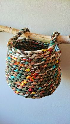 Limat bcn  : Cistelles de trapillo Weaving Projects, Crochet Projects, Crochet Home, Knit Crochet, Crochet Bags, Fabric Bowls, Rope Crafts, Macrame Patterns, Fabric Art