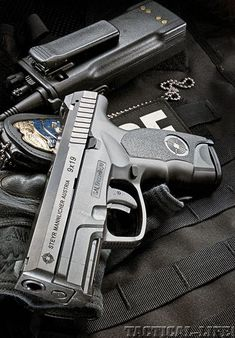 Steyr So pretty! I'll take 4 please. Weapons Guns, Guns And Ammo, Wallpaper Arma, Rifles, 9mm Pistol, Revolvers, By Any Means Necessary, Fire Powers, Steyr