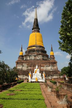 The impressive stupa at Wat Yai Chai Mongkol, Ayutthaya. After Sukhothai, Ayutthaya was the second capital city of the Siamese Kingdom, founded in the year 1350.