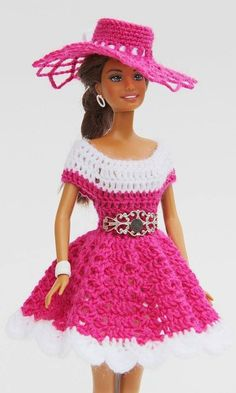 Beautiful doll clothes easy to crochet yourself with the swing series you can combine and make the most diverse models dresses hats and bags for your children and grandchildren so every barbie steffi petra susi sabine gets her very ownRésultat d'images Bag Crochet, Crochet Doll Dress, Crochet Barbie Clothes, Doll Clothes Barbie, Crochet Doll Pattern, Barbie Dress, Crochet Patterns, Barbie Doll, Doll Patterns