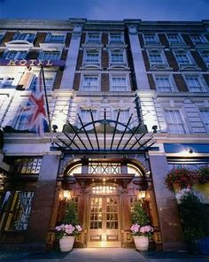 41 Hotel - 41 is in an ideal location. Within three blocks are Westminster Abbey, Royal Parks, Westminster College, Victoria Tube Station, and St James Park. Tower of London, Picadilly, Hyde Park, and Knightsbridge are a mile away.