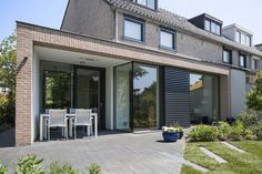 Kraal architecten realiseerde in opdracht van particulieren deze prachtige aanbouwprojecten van glas, hout, metaal en staal. Vijf voorbeelden.