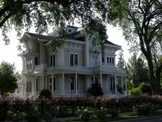 The Gable Mansion, an outstanding example of 19th-century Victorian Italianate architecture, is one of the last of its style, size, and proportion in California. This structure was built in 1885 for Amos and Harvey Gable, pioneer Yolo County ranchers.