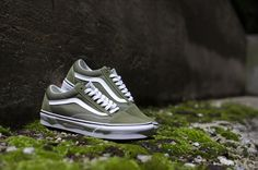 ae34cc308a4 The Moss Old Skool by Vans come in a Olive