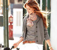 Amazing example of simple effortless chic.  so loving the  gleaming red hair.
