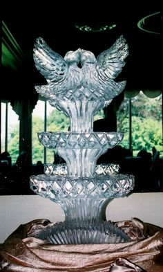 Love Birds - Ice Sculpture  #jevel #jevelweddingplanning Follow Us: www.jevelweddingplanning.com www.facebook.com/jevelweddingplanning/ www.twitter.com/jevelwedding/ www.pinterest.com/jevelwedding/
