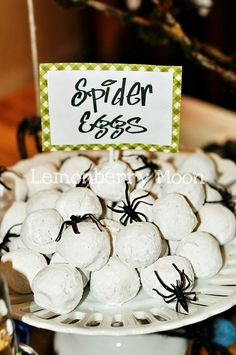Spider eggs treat for bug themed party. Powdered donut holes for spider eggs at a bug themed birthday party or for Halloween Party. Soirée Halloween, Halloween Goodies, Halloween Food For Party, Halloween Birthday, Holidays Halloween, Halloween Treats, Halloween Decorations, Bug Party Food, 4th Birthday