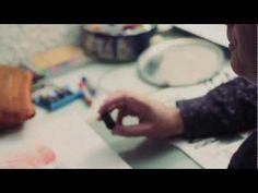 Continuano i blitz di Alberto Mattia Martini negli studi degli artisti italiani. Stavolta eccolo in conversazione con Massimo Giacon, artista visivo, fumettista, designer e musicista, nel suo atelier di Milano. Ironia, irriverenza e versatilità vulcanica, per questo autore interessante, più volte collaboratore di Daniele Luttazzi e firma creativa per grandi marchi italiani