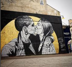 STREET ART - -  LOVE IS LOVE   (Straatkunst)