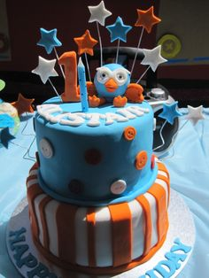 Giggle and Hoot Themed Birthday Party A Giggle and Hoot party is a perfect birthday party theme for the young kids. Giggle and Hoot are a Kids Birthday Themes, Party Themes For Boys, Boy First Birthday, Boy Birthday Parties, Birthday Party Decorations, Birthday Cakes, Party Favors, Teen Cakes, Amazing Cakes