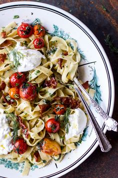 Herb Roasted Cherry Tomato Carbonara with Crispy Prosciutto and gooey Burrata - a flavorful, easy summer supper. and drinks yum yum Roasted Cherry Tomato Carbonara Pasta Recipes, Cooking Recipes, Dinner Recipes, Dinner Ideas, Lunch Recipes, Cooking Ham, Paleo Dinner, Noodle Recipes, Veg Recipes