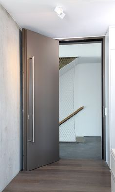 HEINEN interior and object house GmbH, Hilsfeld (GER) Photographer: ©Silke Kammann The fire doors benefit from the invisible installation of the dormakaba sliding door closer ITS 96. Integrated into the door leaf and frame, the perfect solution was found for its flush surface. #architecture #design #building #ArchitectureDesign #Smartandsecureaccesssolutions #TrustedAccess #dormakaba #ITS96
