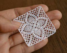 One miniature crochet square doily 4 cm, 1:12 dollhouse miniature micro crochet
