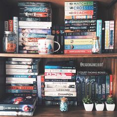"""6,375 Me gusta, 42 comentarios -  K A R M E N (@readingoncloud9) en Instagram: """"Happy #WorldBookDay! Here's part of an old shelfie to celebrate.   I lent my cousin two of my…"""""""