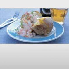 Bagt kartoffel med laksecreme og rejer opskrift
