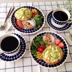 ❁ 934!/おはようございます☺︎ 今朝はアボカド&タマゴのオープンサンドで簡単朝ごはん☺︎ 連休最終日💦なんだか忙しくあっという間に終わりです(꒦ິ⌑꒦ີ) 今日は絶対にのんびり過ごそうと思います♡ コメントお休みします🙏🏻 いつもありがとうございます(୨୧•͈ᴗ•͈)◞︎ᵗʱᵃᵑᵏઽ*♡︎ 皆さんも素敵な1日を•*¨*•.¸¸♬ #朝ごはん#朝食#朝ごパン#朝ごぱん#おうちごはん#おうちカフェ#オープンサンド#ワンプレート#アラビア#アラビア24h#トゥオキオ#クチポール#北欧#北欧食器#イイホシユミコ #instapic#instafood#foodpic#food#yummy#breakfast#kurashiru#arabia24h#tuokio