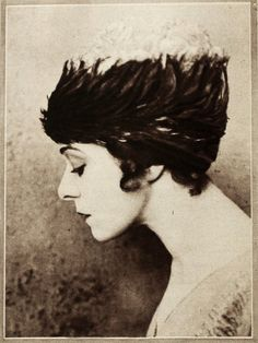 vintage everyday: Old hair styles Louise Brooks, Vashta Nerada, Garden Of Allah, Marie Prevost, Bessie Love, Famous Movies, Silent Film, Old Hollywood, Hollywood Actresses