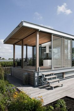 Aalsmeer Houseboat by Dutch company Kodde Architecten Water Architecture, Cargo Container Homes, Container Conversions, Dark Bathrooms, Privacy Walls, Water House, Loft House, Floating House, Cabins In The Woods
