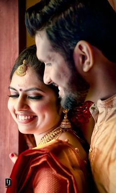 Tj Wedding Film has a team of photography experts and these are the reasons why we are one of the best candid wedding photographers in Kerala. Wedding Film, Traditional Wedding, Kerala, A Team, Candid, Sari, Wedding Photography, Bride, Photographers