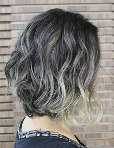 The two toned hairstyle idea is very much up to the modern hairstyle trends