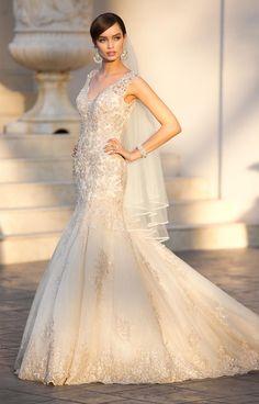 Elegant Straps Pluging V Neck Beaded Lace Wedding Dresses With Deep Back
