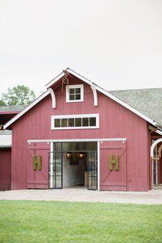 Little red barn on a blackberry farm Photography by Watson-Studios / watson-studios.com