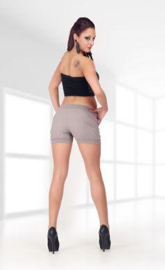 PANTALONI CORTI CON CINTURA KAYA  http://www.manzara.it/pantaloni/pantaloni-corti-con-cintura-kaya-marroni