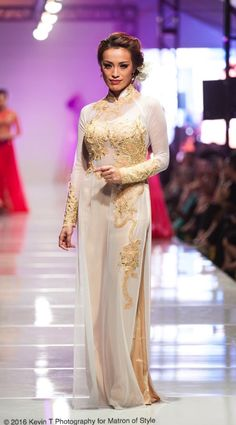 Vietnamese-American designer, Jacky Tai, sends his bridal collection of wedding ao dai's and wedding gowns down the catwalk at Viet Fashion Week Modele Hijab, Fashion Week 2016, Ao Dai, Bridal Collection, Catwalk, Wedding Gowns, Runway, Formal Dresses, Photography