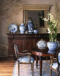 dining room blue and white ginger jars Classic Decor, Classic Interior, Interior Modern, Classic Style, Urban Deco, Home Interior, Interior Design, Interior Decorating, Dining Room Blue