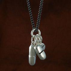 Pilules pilule argent Antique collier collier sur par LostApostle