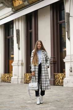 THE VINYL TRENCH - Theresa de Vienne Fancy, Suits, Elegant, Outfit, Mantel, Winter Jackets, Fashion, Vienna, Chic