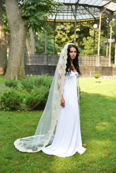 Gorgeous light gold veil is madeof light IVORY Soft Silk Tulle and light gold lace.  The lenght is 223 cm (88) Chapel lenght Can be made in different