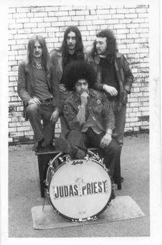 Judas Priest w/ Al Atkins and KK Downing was the only guitarist then Heavy Metal Rock, Heavy Metal Music, Heavy Metal Bands, Hevi Metal, Metal Horns, Judas Priest, Rock & Pop, Rock N Roll, Play That Funky Music