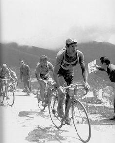 """""""El hombre de hierro"""" Gino Bartali. Les recomiendo este documental del canal de YouTube de Informe Robinson, sobre la vida de este potentísimo ciclista. Un pequeño homenaje para este héroe del ciclismo y de la humanidad (¿Humanidad? Ver video completo) https://m.youtube.com/watch?v=1UIJ1gV3cgE TITANESENDOSRUEDAS"""