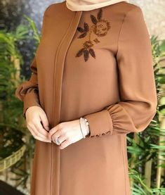 TunikYou can find Islamic clothing and more on our website. Iranian Women Fashion, Islamic Fashion, Muslim Fashion, Abaya Fashion, Fashion Dresses, Sleeves Designs For Dresses, Dress Designs, Hijab Fashion Inspiration, Pakistani Dress Design