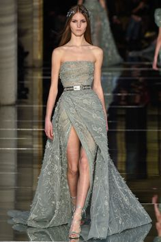 The complete Zuhair Murad Spring 2016 Couture fashion show now on Vogue Runway. Style Haute Couture, Couture Fashion, Runway Fashion, Fashion Show, Spring Couture, Zuhair Murad, Couture Dresses, Fashion Dresses, Collection Couture