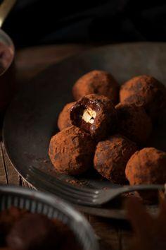 Trufas de chocolate rellenas de avellana