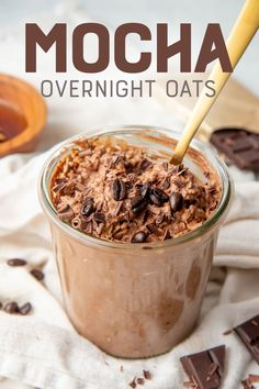 These Mocha Overnight Oats have a rich chocolate and espresso flavor with a hint of caffeine, all in a breakfast that keeps you going all morning long! Overnight Oats With Yogurt, Easy Overnight Oats, Protein Overnight Oats, Chocolate Overnight Oats, Chocolate Oats, Chocolate Chips, Healthy Breakfast Recipes, Oat Meal Breakfast, Figs Breakfast