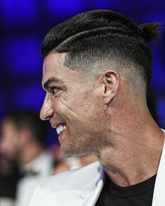 While last year Neymar was competing with as the player with most likes when it came to haircut updates this. Cristiano Ronaldo Portugal, Cristiano Ronaldo Cuerpo, Cristiano Ronaldo Shirtless, Cristiano Ronaldo Real Madrid, Cristiano Ronaldo Girlfriend, Cristiano Ronaldo Wallpapers, Christano Ronaldo, Ronaldo Football, Nike Football