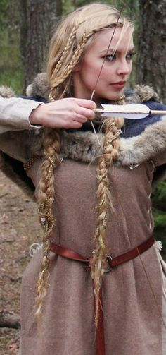 Viking Braids: Beautiful Hairstyle of The Viking Queen. Would love to see my hair like this. Viking Queen, Viking Woman, Viking Art, Vikings Hair, Hair Dos, My Hair, Renaissance Hairstyles, Viking Braids, Hair Inspiration