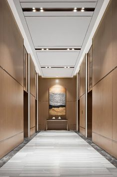 Cool 30 Astonishing Home Corridor Design For Your Home Inspiration Design Hall, Design Entrée, Lift Design, Corridor Design, Design Trends, House Design, Hotel Hallway, Hotel Corridor, Lobby Interior
