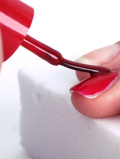 The Dos and Don'ts of Painting Your Nails Perfectly - Learn how to polish your mails like a pro
