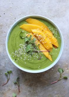 »Banana Mango Green Smoothie Bowls with Hemp Seeds + Sprouts« #recipe #food #smoothie