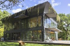 An eco friendly  Philippe Starck house for everyone Philippe Starck and Riko Slovenian builder joined forces to create P.A.T.H a  generation of prefabricated houses, with positive energy.