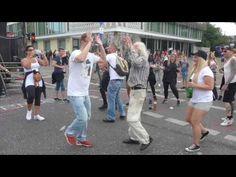 Berlin Marathon Dancer - YouTube
