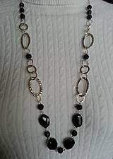 Náhrdelníky - retiazka s veľkými očkami a sklenenými čiernymi korálkami - 5114759_