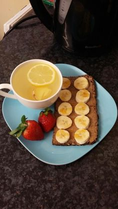 Breakfast/pre-workout: Ginger and lemon tea, 1 toasted wholemeal rye bread spread with 1/2 tbsp of @meridianfoods peanut butter, topped with some banana slices, a little honey and served with some strawberries.  Ginger and Lemon Tea: In a cup of boiling water, add fresh sliced ginger pieces and let it steep for 10 minutes. Then squeeze in fresh lemon juice and stir.