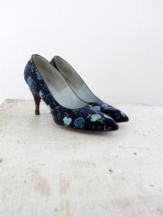 vintage 60s shoes / Evins floral velvet pumps for I Magnin
